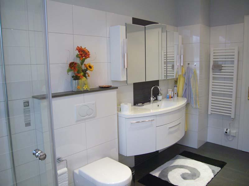 inspirationen schwarz weises bad design. Black Bedroom Furniture Sets. Home Design Ideas